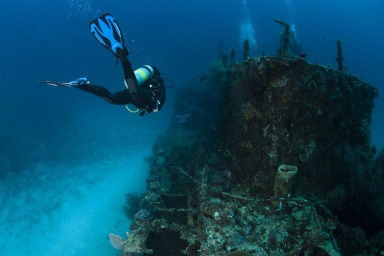 curso avanzado de buceo, barco hundido
