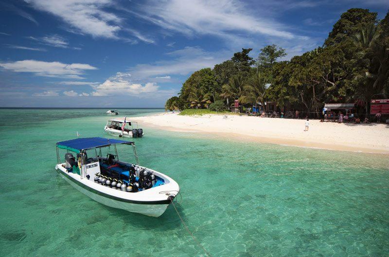 playa sipadan barcos